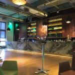 Bar im zweiten Stock mit Livemusik